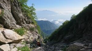 ガレの向こうに八ヶ岳