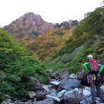 一ノ沢出合から第二岩峰を見上げる