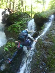 突っ張りで登る滝