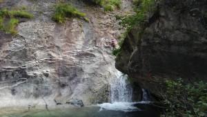 30m多段滝左壁を登る