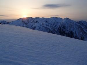 朝日岳から昇る朝日