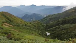 割引岳稜線から越後三山方面を見る