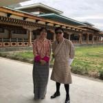 ブータン王国 ガイドとドライバー  美しいガイドのタシさん